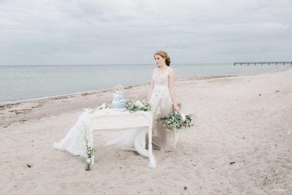 Brautkleid Hochzeit am Strand